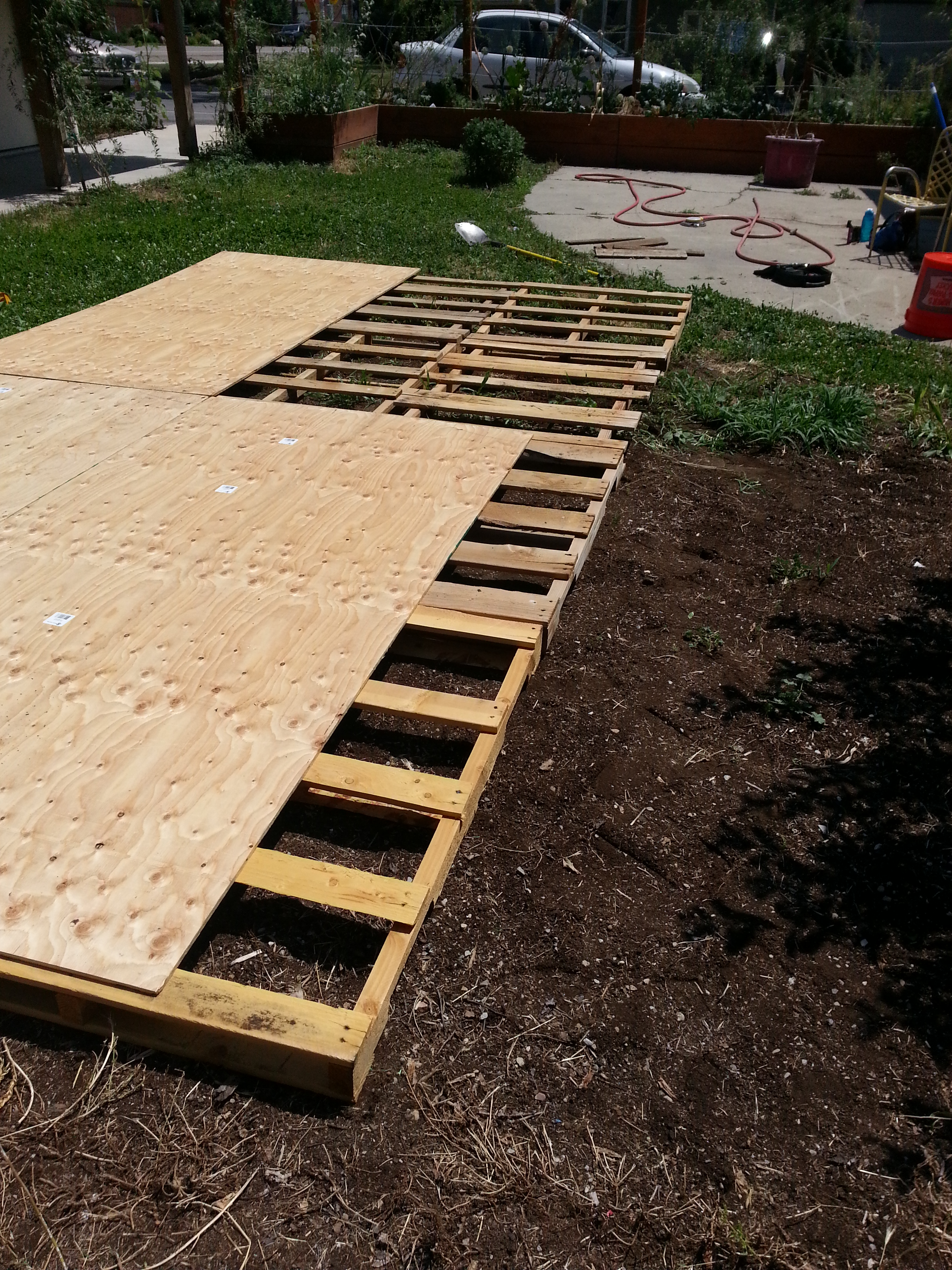 Creating a dance floor from recycled pallets our for Movable pallets